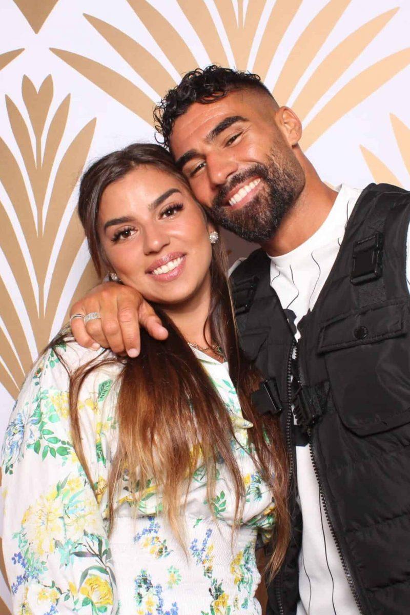 frere et sœur dans le photo booth