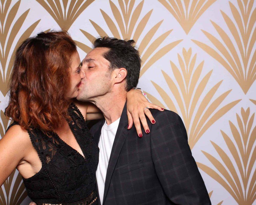 couple dans le photo booth